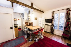 Le Top : a luminous and comfy 45 square meters 4th floor appartment.
