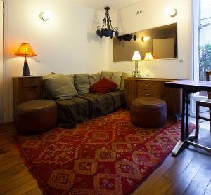 La Suite Appartement von 33m² in der ersten Etage einer stillen Sackgasse in Montamrtre, nur zwei Schritte vom Moulin Rouge entfernt.